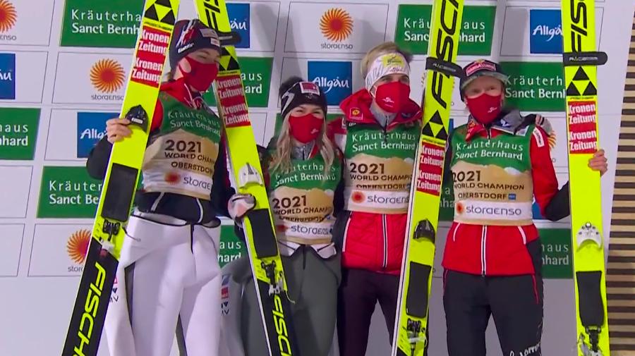 Oberstdorf 2021 - Salto: team event femminile col batticuore, l'Austria vince di un soffio