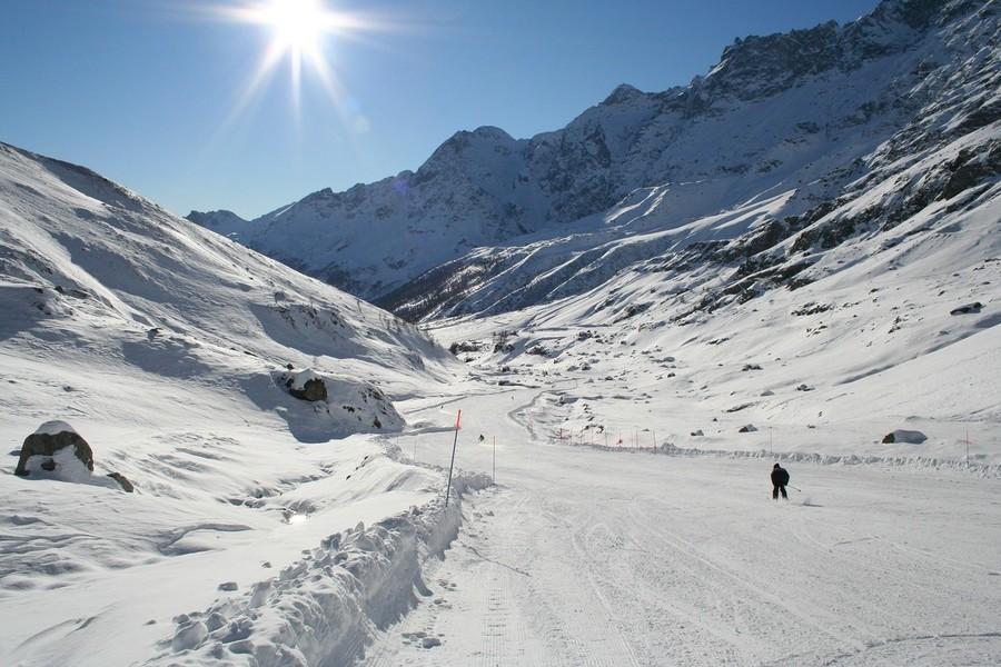 Sciare in estate: ecco come prepararsi ad affrontare la neve sotto il sole