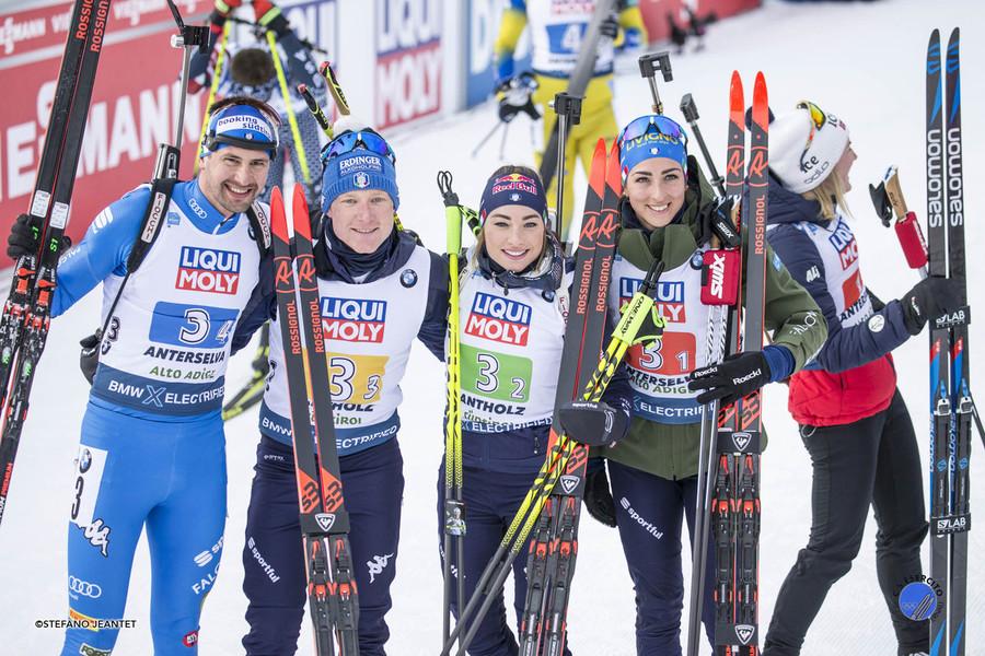 Il quartetto azzurro dopo la medaglia nella staffetta mista di Anterselva 2020 - Foto di Stefano Jeantet (Esercito)