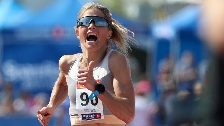Incredibile Therese Johaug. Doppia tutte le avversarie nei 10.000 metri ai campionati norvegesi di atletica!