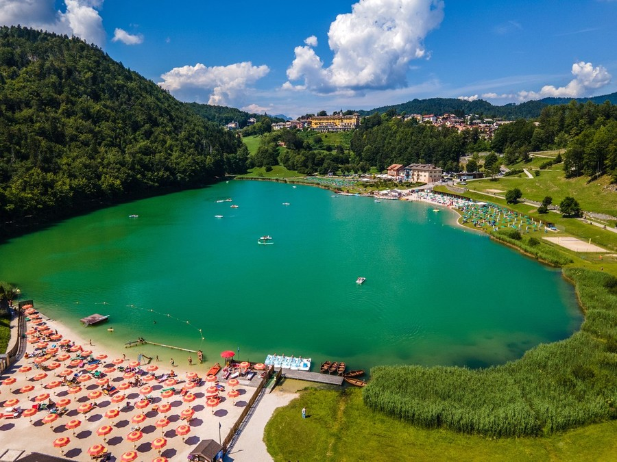 Il lago di Lavarone in Trentino