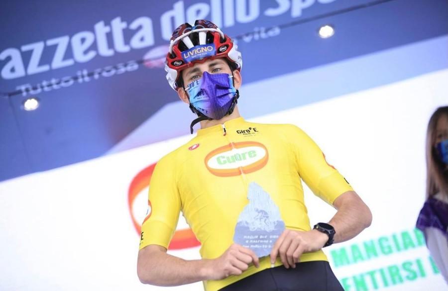 Nicolò Cusini al Giro d'Italia nella tappa odierna con arrivo all'Alpe Motta