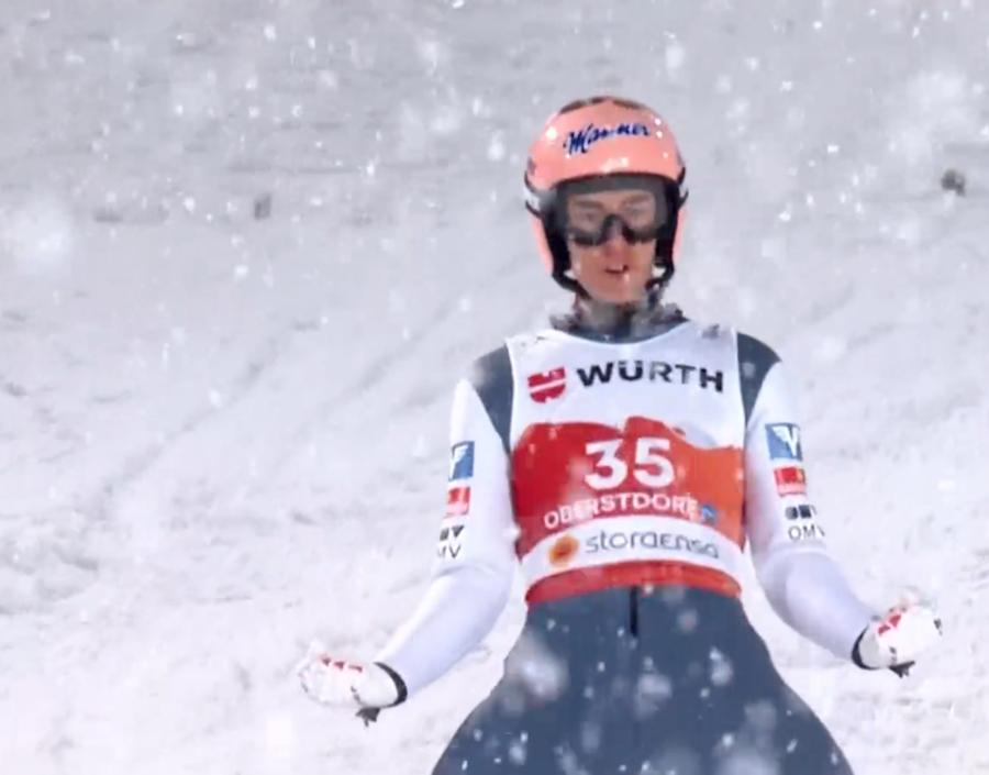 Salto con gli Sci - Sotto una fitta nevicata, l'oro va ad un ritrovato Stefan Kraft