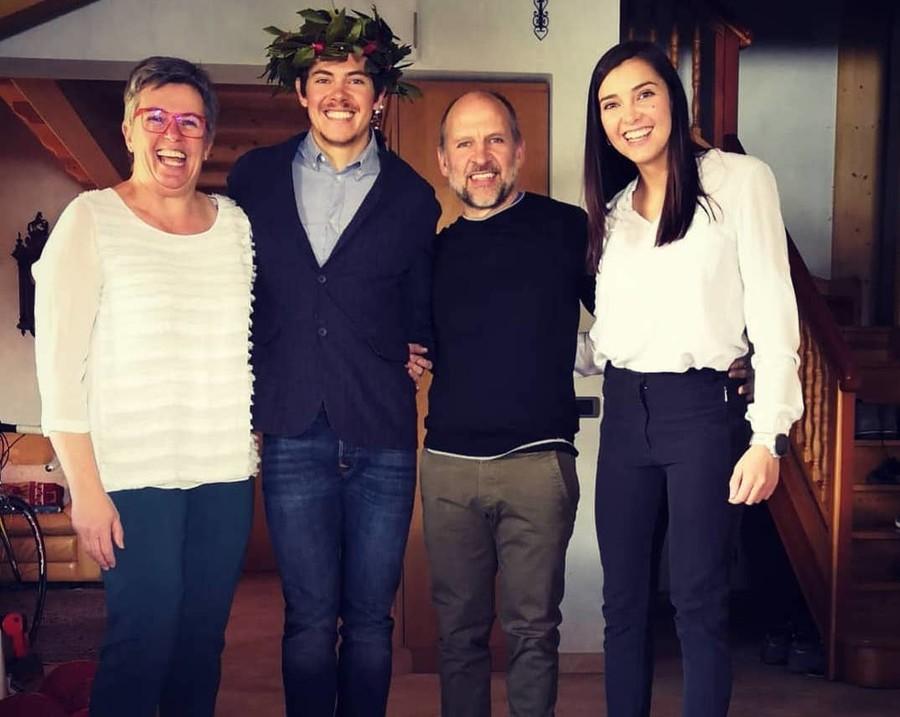 Il neo laureato Saverio Zini con la famiglia