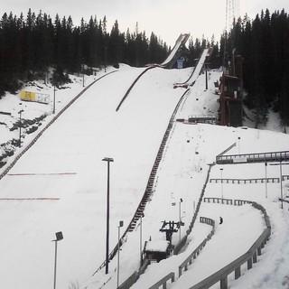 Il Centro Sportivo di Granåsen (Trondheim) si rifà il look: 46 milioni di spesa per trampolini, stadio e poligono di tiro