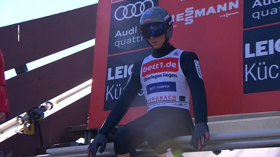 A Schonach Jarl Magnus Riiber è davanti a tutti dopo un complesso segmento di salto