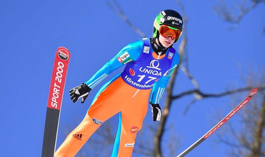 Salto femminile - Il Grand Prix si apre con la vittoria della slovena Ursa Bogataj