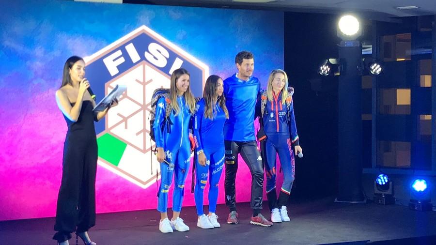 L'Italia veste d'azzurro: presentate le nuove tute della stagione 21/22 (VIDEO)